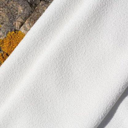 närbild på materialet i aquis hårhanddukar - aquatex lisse luxe